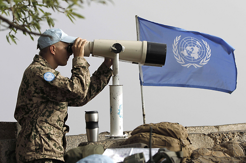 UN troops observing the Quneitra crossing (Photo: AFP) Photo: AFP