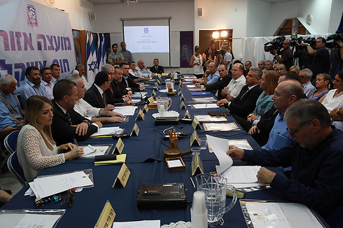 Cabinet convenes in south to vote (Photo: Eliyahu Hershkovich)