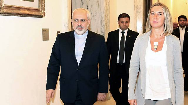 Iranian Foreign Minister meets with Italian counterpart Federica Mogherini who will soon replace Catherine Ashton as EU foreign policy chief (Photo: EPA)
