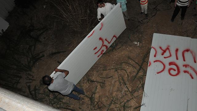 Tearing down the wall. (Photo: Nahshon Philipson) (Photo: Nahshon Philipson)