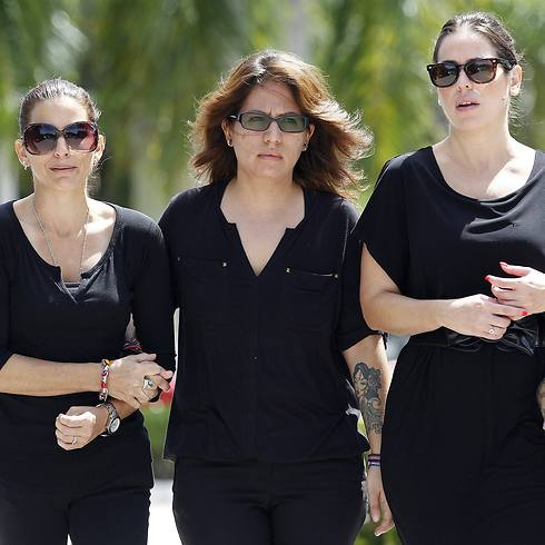 Cousins of Steven Sotloff leave Temple Beth Am (Photo: Reuters)