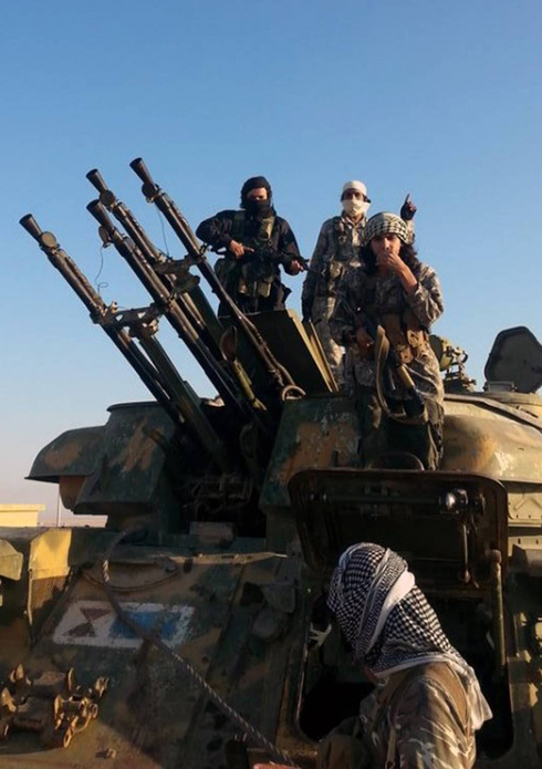 ISIS fighters in Raqaa, Syria (Photo: AP)