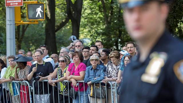 Fans crowd New York street outside Temple Emanu-El (Photo: EPA)