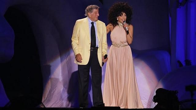 Hosting Tony Bennett on stage (Photo: Shuka Cohen)