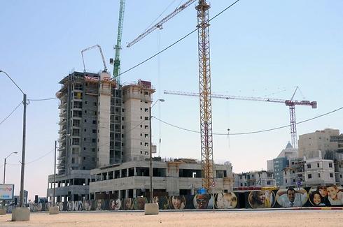 בנייה חדשה בשדרות רגר. משממה עירונית מוזנחת למפתח לקידום העיר (צילום: הרצל יוסף)