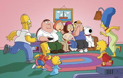 הסימפסונס ואיש משפחה (צילום: FOX)