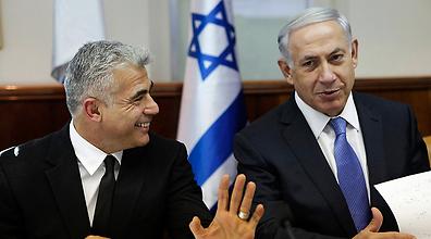 Netanyahu and Lapid (Photo: Reuters)