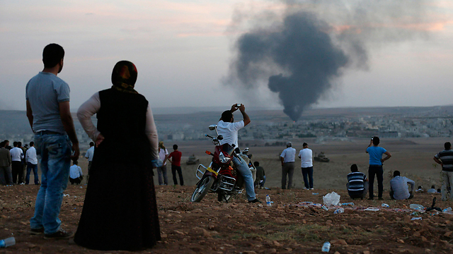Smoke rises from the Kurdish city of Kobani in Syria near the Turkish border. (Photo: Reuters)