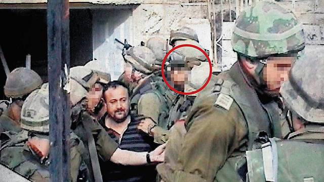 Ido, circled, during the arrest of Marwan Barghouti (Photo: IDF Spokesman)