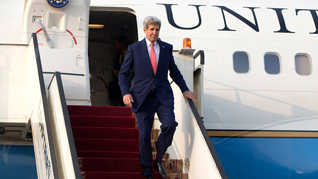 John Kerry arriving in Cairo for conference (Photo: Reuters)
