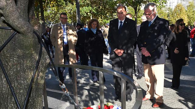 שר הביטחון חולק כבוד בגראונד זירו בני יורק (צילום: אריאל חרמוני, משרד הביטחון)