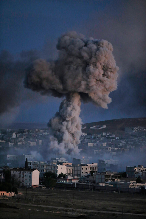 Smoke rises from a US strike on IS in the Syrian border town Kobani (Photo: AP)