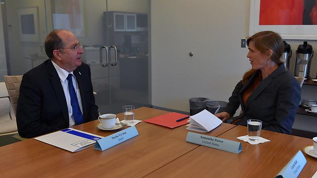 """למעט הייגל, נפגש רק עם שגרירת ארה""""ב באו""""ם. יעלון ופאוור (צילום: אריאל חרמוני, משרד הביטחון)"""