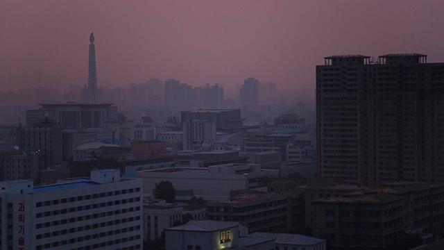 עיר חשוכה. פיונגיאנג הבירה (צילום: AP)