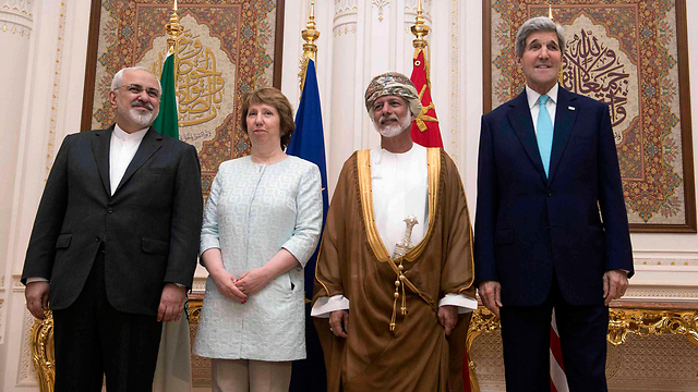 Iran's Zarif with Kerry and EU's Ashton in Oman (Photo: Reuters)