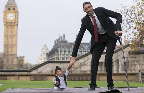 סולטן וצ'נדרה בביקור בלונדון (צילום: AFP)
