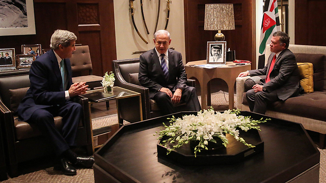 John Kerry with Prime Minister Netanyahu and King Abdullah in Jordan (Photo: EPA) (Photo: EPA)