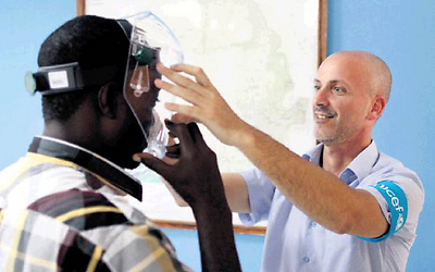 Dr. Yaron Wolman assists a local resident. 'I am in exactly the right place.' (Photo: Tolu J. Bade, UNICEF)