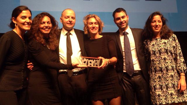 נציגי עיריית תל אביב מקבלים את הפרס (באדיבות עיריית תל-אביב)