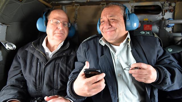 Eisenkot with former Defense Minister Ya'alon (Photo: Ariel Hermoni/Defense Ministry) (Photo: Ariel Hermoni, Defense Ministry)