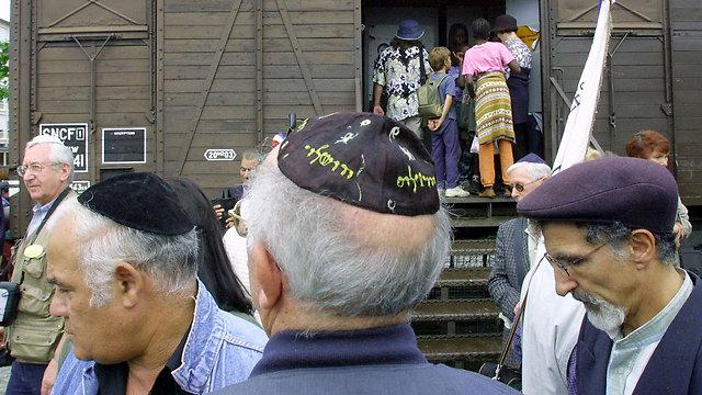 כל ניצול שואה יקבל כ-100 אלף דולרים. אנדרטה לזכר השואה בצרפת (צלום: AP)