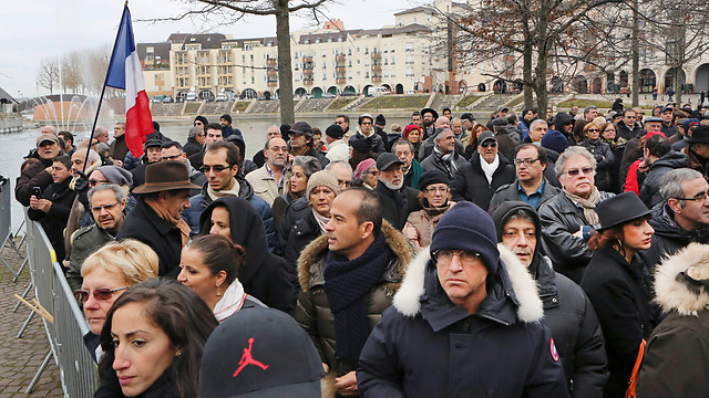 Rally against anti-Semitism in Paris suburb of Creteil (Photo: AP)