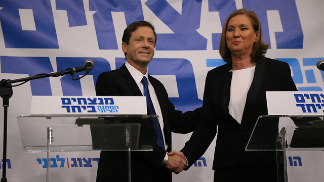 Herzog and Livni at press conference (Photo: Motti Kimchi)