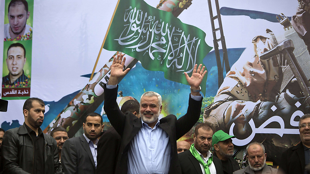 Hamas leader Ismail Haniyeh waves to the crowd. (Photo: AFP)