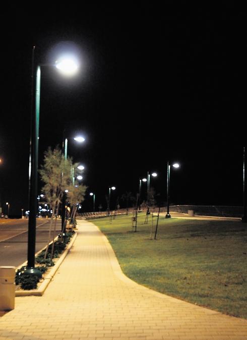 בישוב הררית מכבים את תאורת הרחוב כדי לצמצם חשיפת מ...