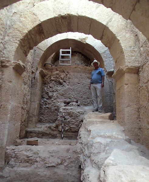 פרוזדור הכניסה שהתגלה (צילום: רועי פורת)