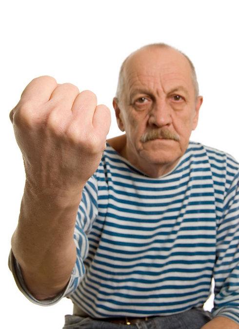 הקשיש ניסה להגן על ידידת המשפחה והותקף (צילום: shutterstock)