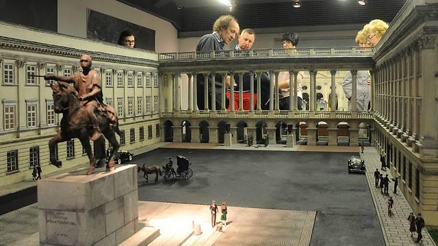 Tourists look at a replica of the Saski Palace (Photo: AP Photo/Alik Keplicz)