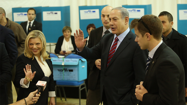 Netanyahu voting in Jerusalem (Photo: Gil Yohanan)