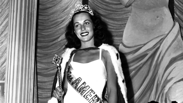 Bess Myerson holds the scepter after being crowned Miss America 1945 (Photo: AP)