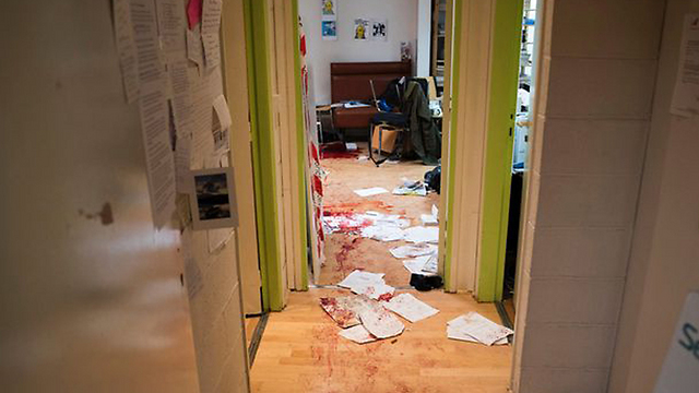 """משרדי """"שארלי הבדו"""", יום אחרי ()"""