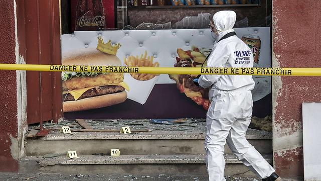 דוכן הקבב הבוקר (צילום: AFP)