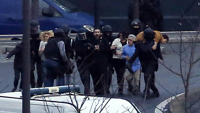 Police evacuating hostages in Paris (Photo: AFP)