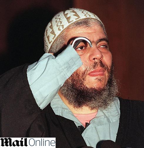 חסידיו של איש הדת הקיצוני אבו חמזה אל-מסרי ()