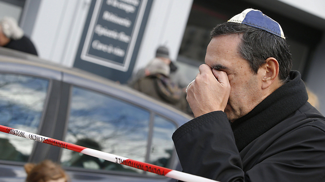 A man in a yarmulke weeps outside kosher supermarket, two days after the terror attack. (Photo: AFP)