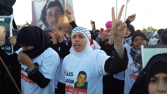 המהומות וההפגנות ברהט בעקבות מותם של שני התושבים (צילום: רועי עידן)