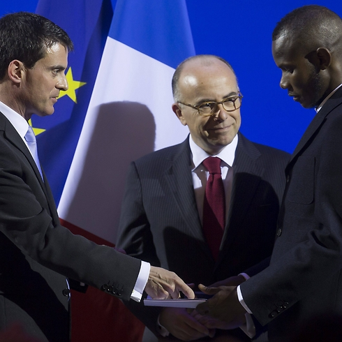 Bathily and Prime Minister Valls during the ceremony. (Photo: EPA)