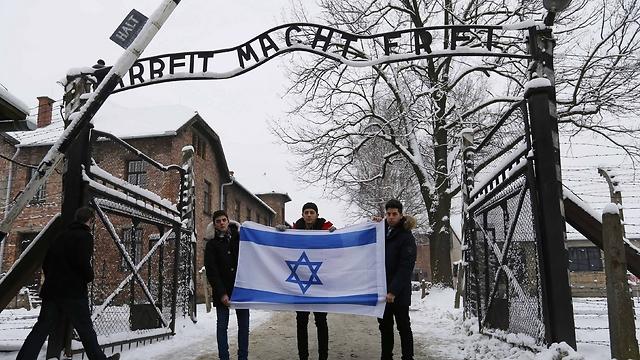 Un fil de discussion en mémoire des millions de victimes des nazis - Page 14 58396890100085640360no
