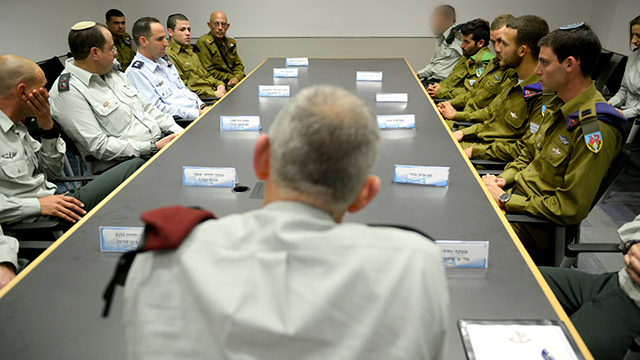 Gantz meeting with the decorated soldiers and officers (Photo: IDF Spokesman)