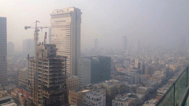 Haze clouds over centeral Tel Aviv (Photo: York Klinner)