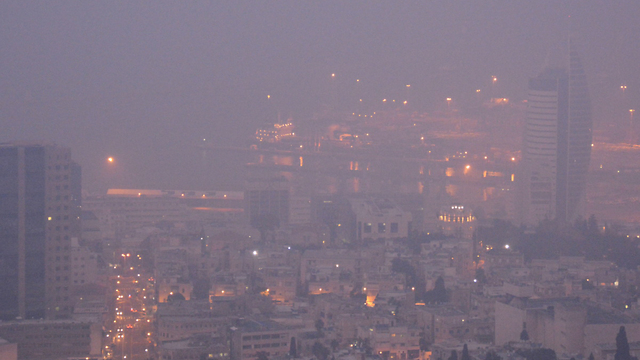 Downtown Haifa lost disappears in haze (Photo: Mont Galpaz)