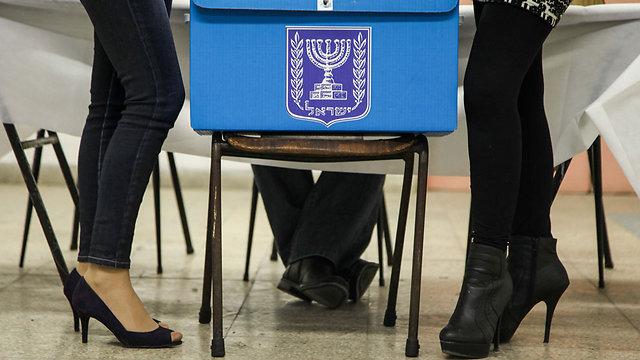 Women at the voting booth (Photo: Avishag Shaar-Yashuv)