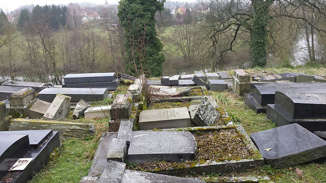 Jewish graves desecrated in France (Photo: Yossi Gal)