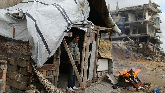 Makeshift dwelling in Gaza (Photo: Reuters)