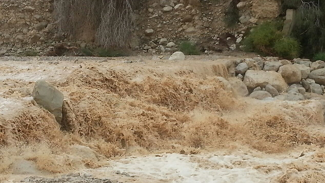 Flooding in Almog Junction (Photo: Ein Gedi rescue unit)
