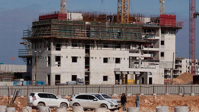 """בנייה בשכונת פסגות אפק בראש העין. חלק מאנשי הנדל""""ן מופתעים שהמחירים עדיין נמוכים מהממוצע הארצי (צילום: עידו ארז)"""